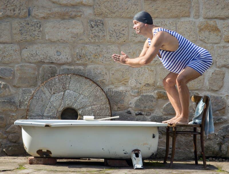 人跳到浴缸 库存照片