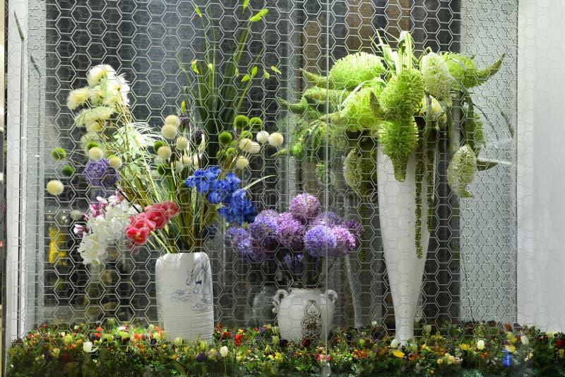 人造花和植物玻璃容器的 图库摄影