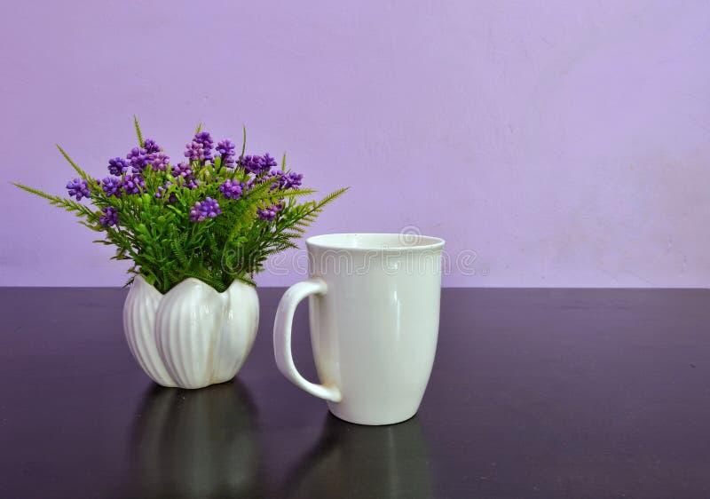 人造花花瓶 库存照片