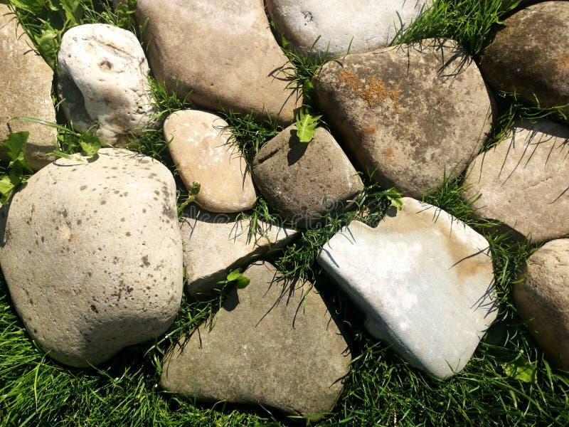 人造草石背景 前景是大石头 免版税库存图片