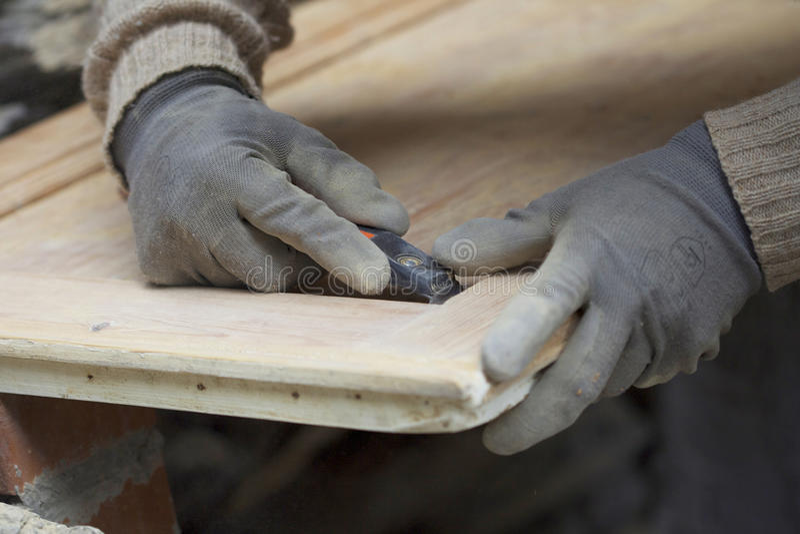 人铺沙的木头 免版税库存图片