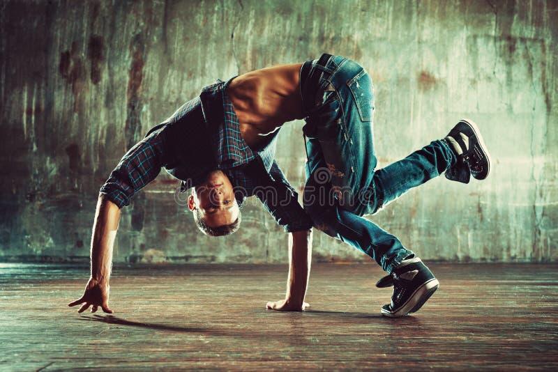 年轻人霹雳舞 免版税图库摄影