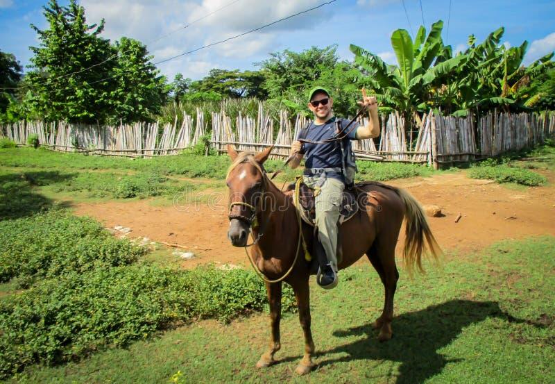 人骑乘马 免版税库存图片