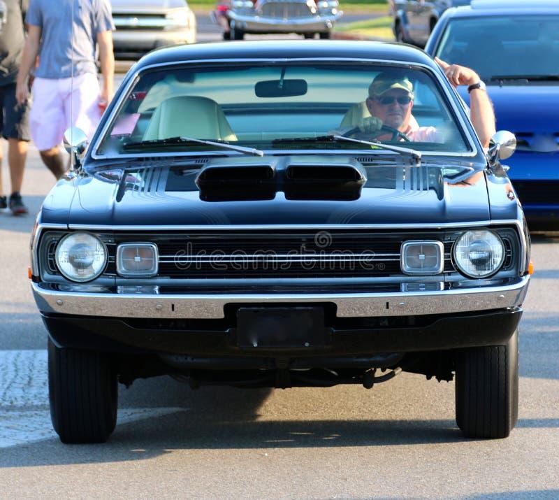 黑人20世纪70年代式样推托邪魔古董车正面图  免版税图库摄影