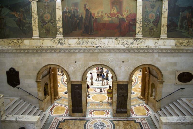 人们参观马萨诸塞状态议院  库存照片
