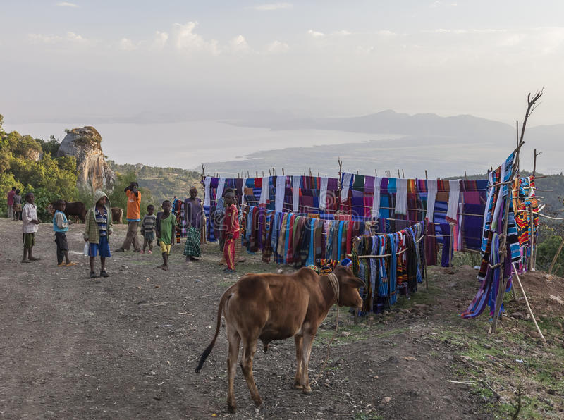 人们在传统Dorze市场上 Hayzo村庄 Dorze 黑色矿物制剂 库存照片