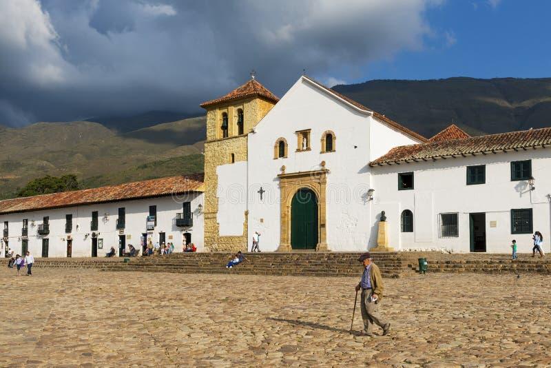 人们在历史的Villa de莱瓦的大广场在哥伦比亚 库存图片