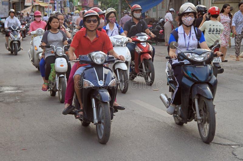 人们在摩托车乘坐在河内,越南 免版税图库摄影