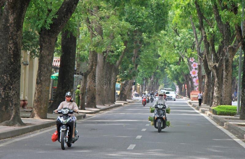 人们在摩托车乘坐 免版税库存照片