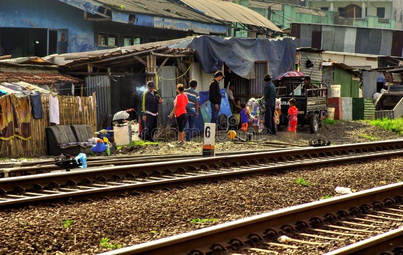 人们在贫民窟, Java,印度尼西亚 免版税库存图片