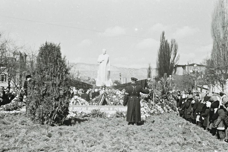 人们在Kislovodsk,苏联哀悼斯大林死亡1953年 免版税图库摄影
