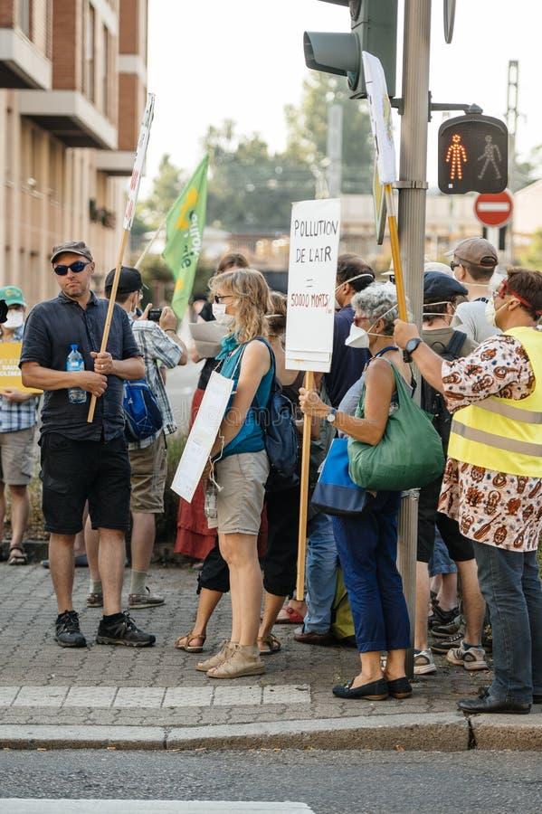 人们抗议反对大气污染 免版税图库摄影
