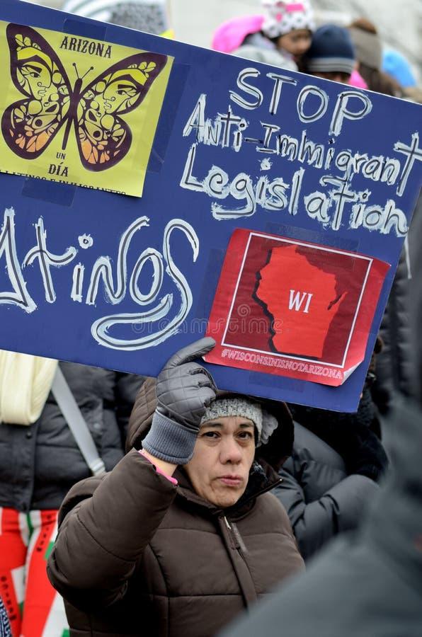 人们抗议反对移民法律 库存照片