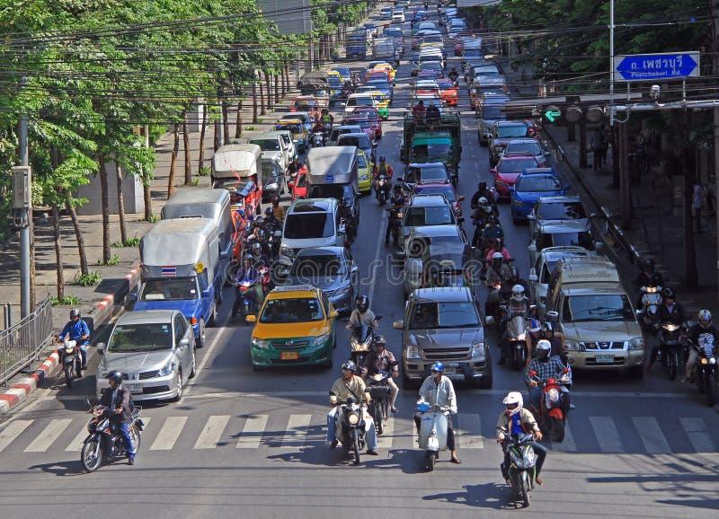 人们汽车的,公共汽车和摩托车的移动,曼谷,泰国 库存照片