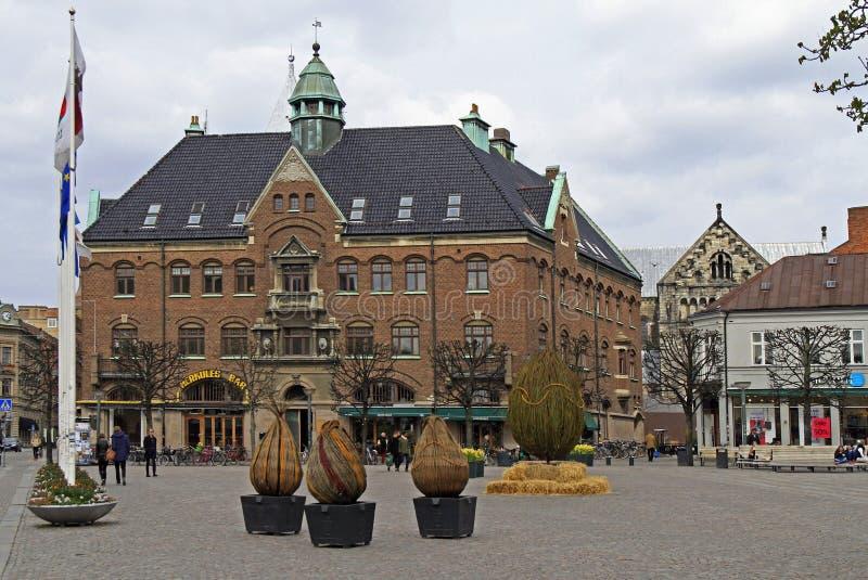 人们由主要广场Stortorget走在隆德,瑞典 库存图片