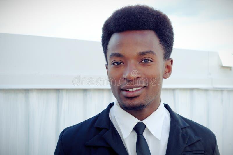 年轻人画象商人衣服和外面领带画象 库存图片