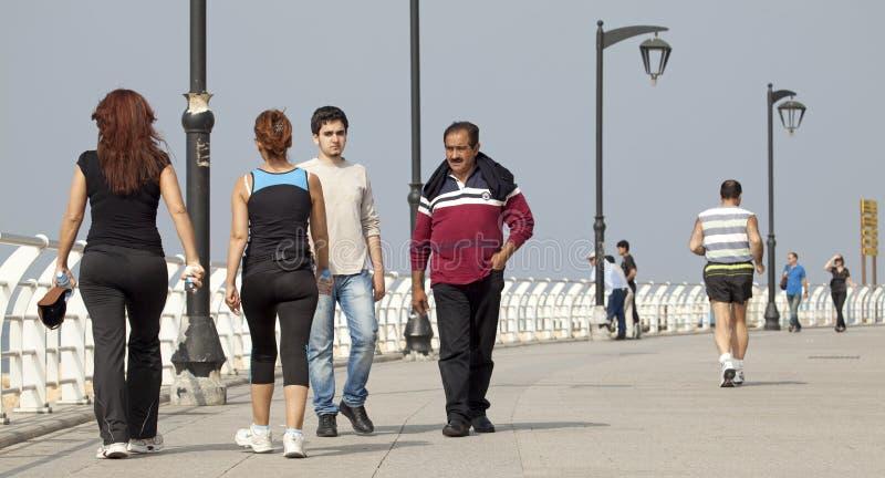 人们走沿沿海岸区的,贝鲁特 免版税库存图片