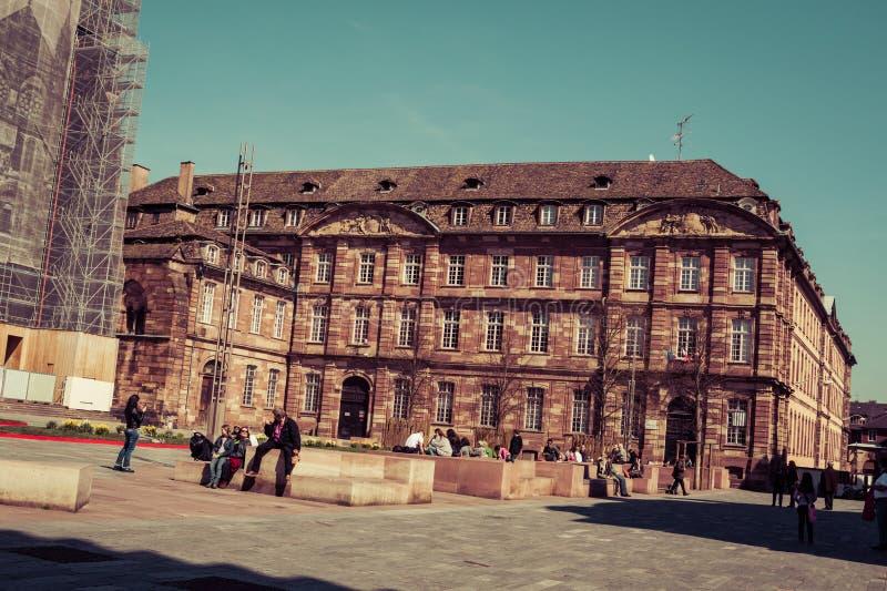 人们临近史特拉斯堡,法国大教堂  免版税库存照片