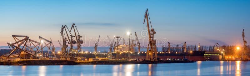 什切青,波兰11月2017年:造船厂在什切青,全景 库存图片