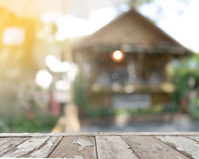 今后推出与拷贝空间的老木阳台 免版税库存图片