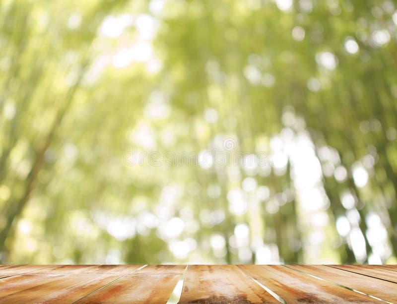 今后推出的一个木阳台 免版税库存照片