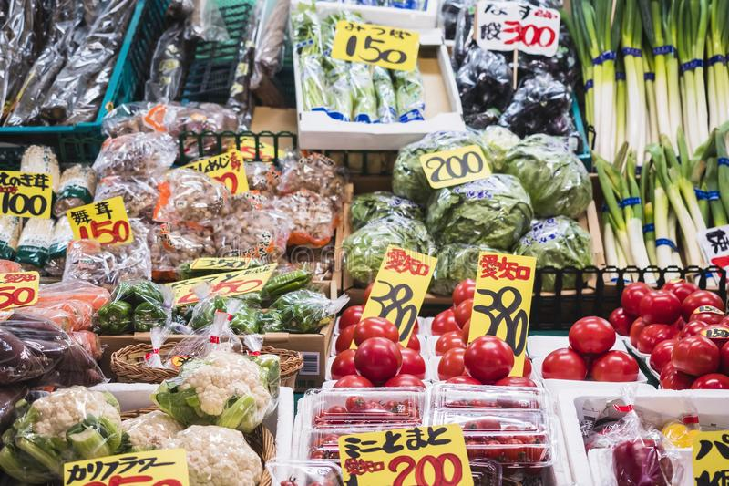 今池,日本- 2017年4月12日:Omicho市场菜新鲜食品产品 库存照片