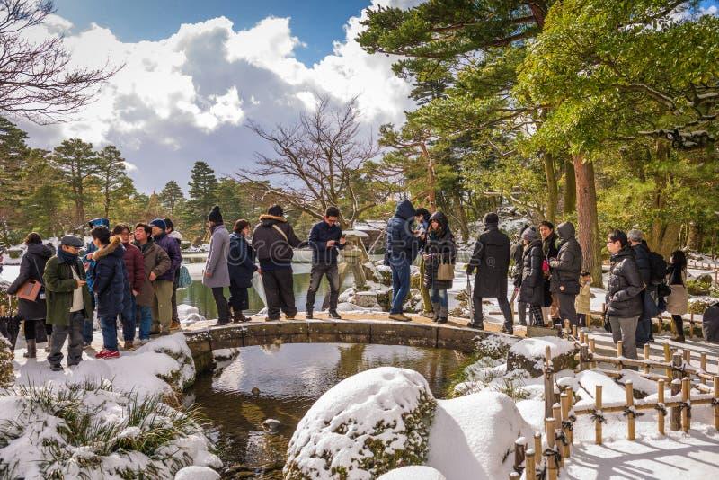 今池,石川,在Kenrokuen庭院的日本冬天 库存图片