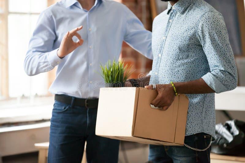 介绍新的雇用的雇员的组长给同事 免版税库存图片