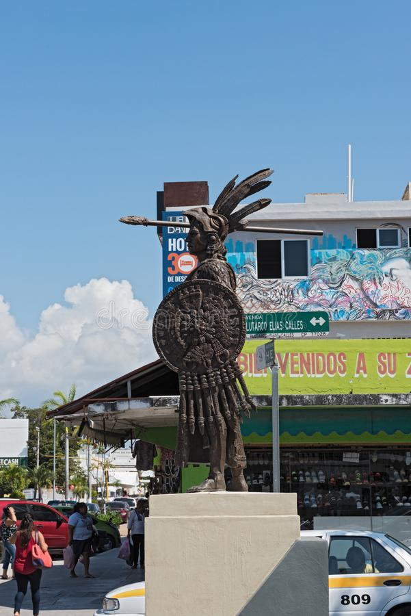 仍然阿兹台克皇帝Cuauhtemoc的图象一条街道的在切图马尔,金塔纳罗奥州,墨西哥 库存图片