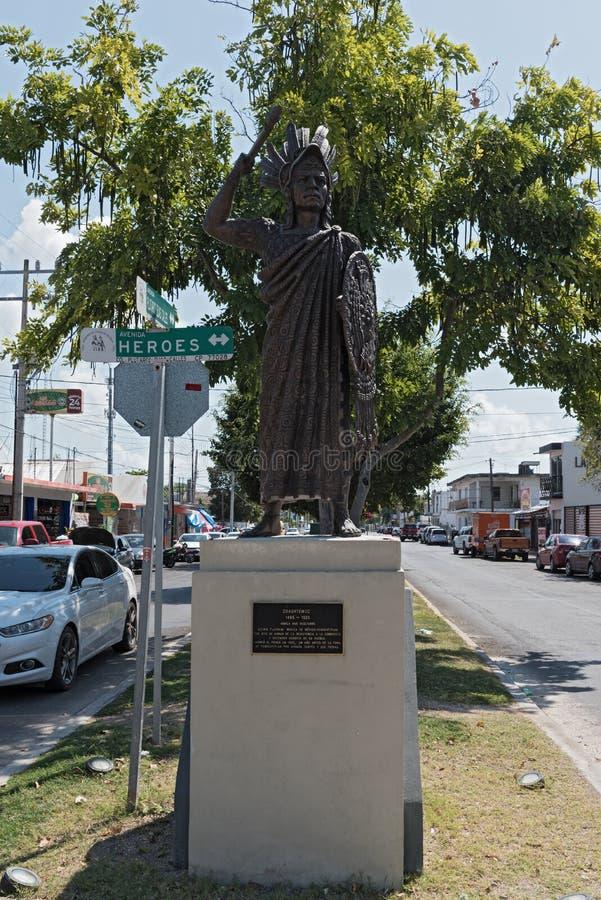 仍然阿兹台克皇帝Cuauhtemoc的图象一条街道的在切图马尔,金塔纳罗奥州,墨西哥 免版税图库摄影