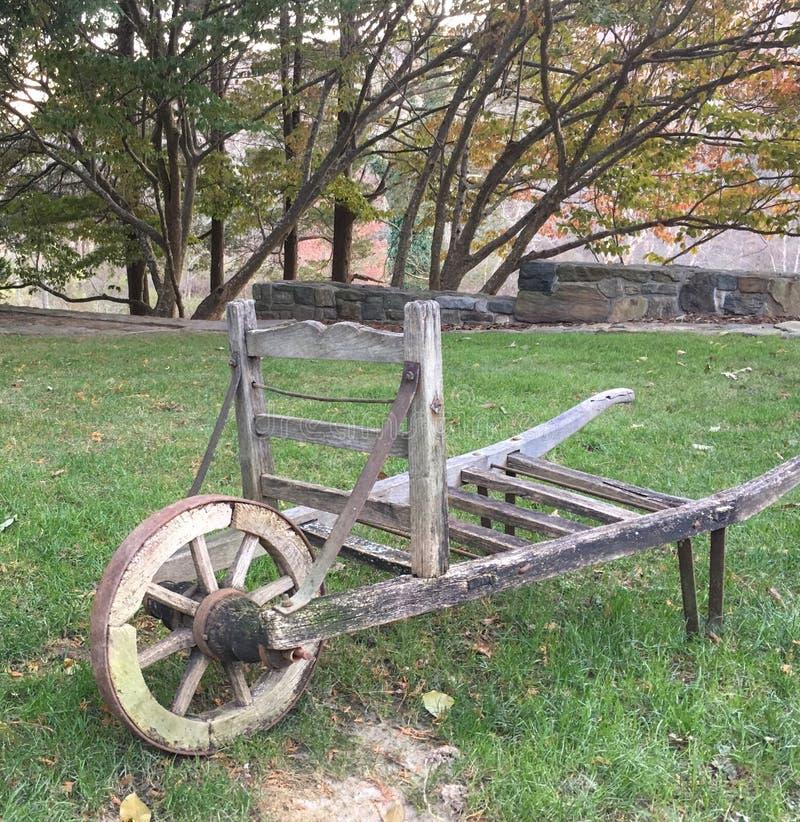 从一个农场的老独轮车在康涅狄格 库存图片