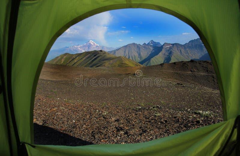 从一个帐篷里边的看法在山在乔治亚 图库摄影