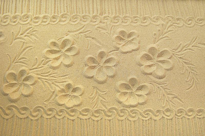 从一个烛台的沙子有装饰品的 库存照片