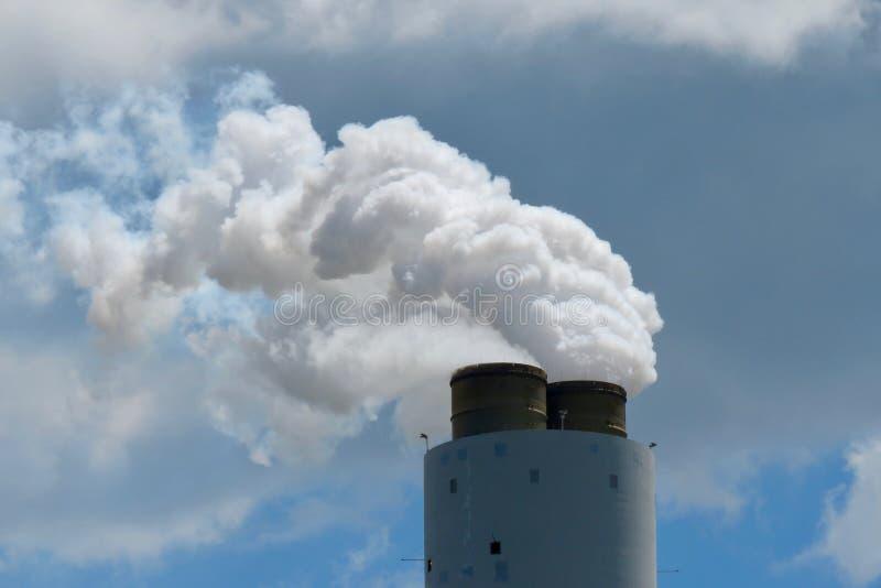 从一个燃煤工厂的二氧化碳排放 库存照片
