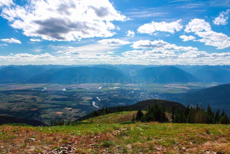 从一座山的顶端看法在克里斯顿谷,Kootenays,BC 免版税图库摄影