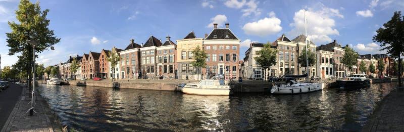 从一条运河的全景在格罗宁根附近老镇  免版税库存照片