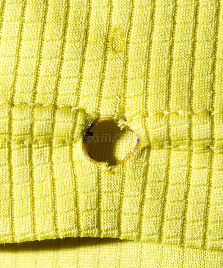 从一根香烟的孔在织品 库存图片