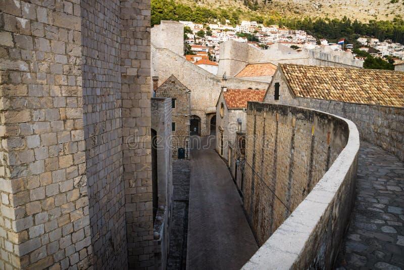 从上部墙壁看见的杜布罗夫尼克堡垒的入口,克罗地亚 库存照片