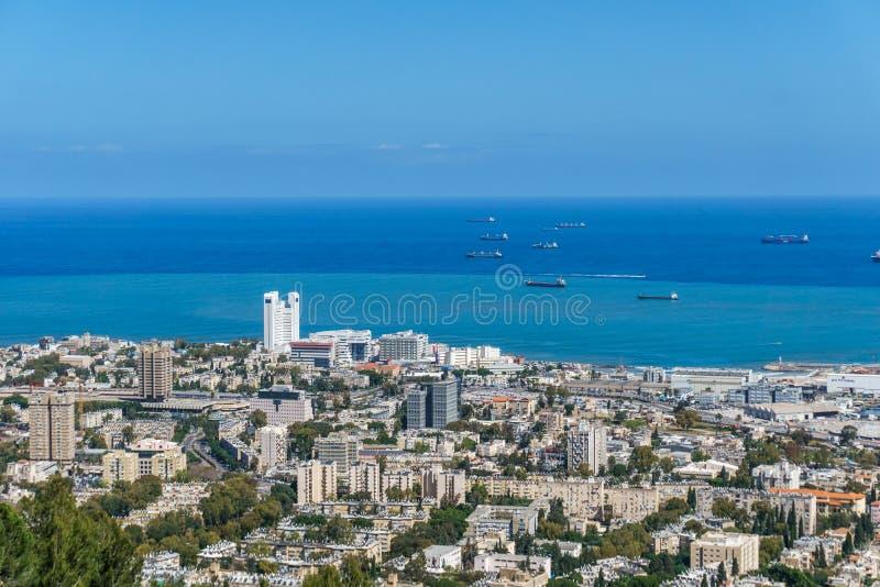 从上面的看法到市海法在以色列和港口春天的 库存照片