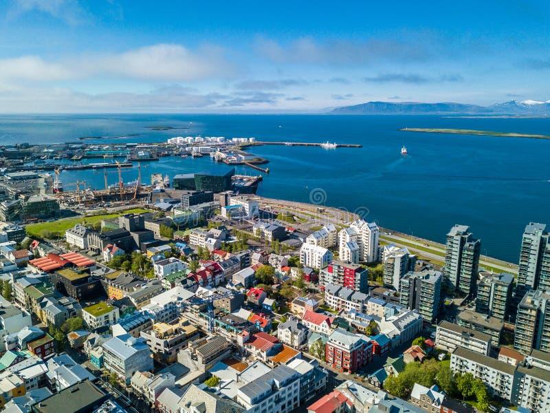 从上面的雷克雅未克冰岛市资本视图 图库摄影