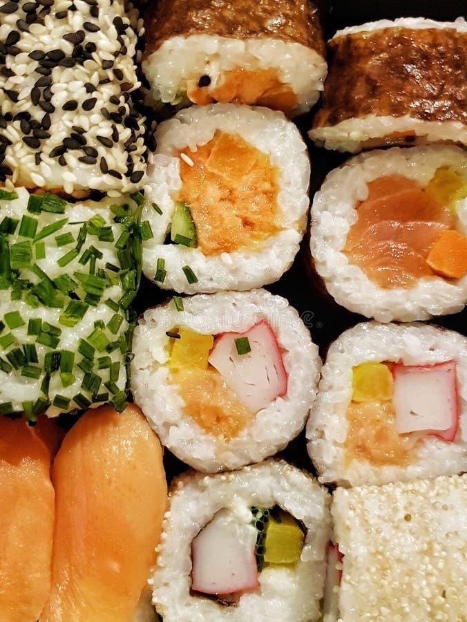 从上面看的新鲜美寿司卷集合 库存照片