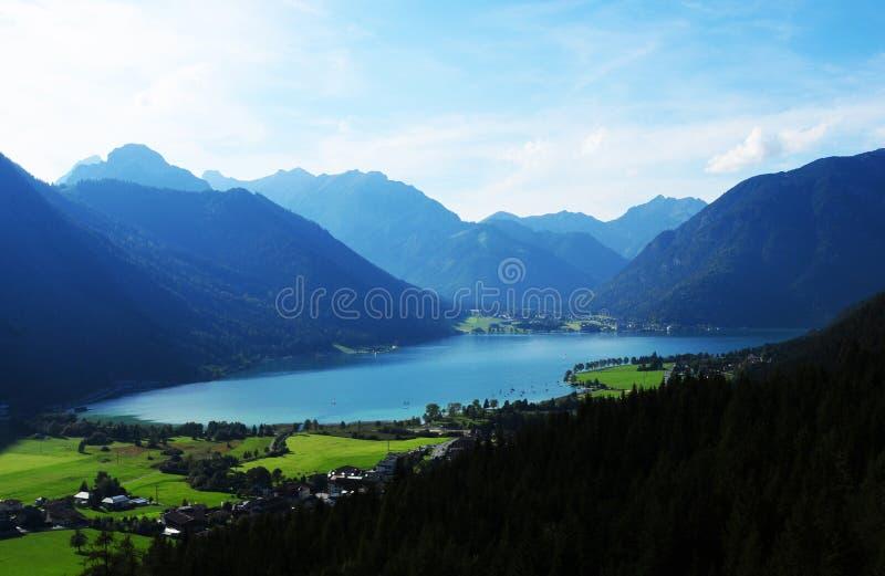 从下来Rofan缆车的看法对Tyrolean Achensee 免版税库存图片