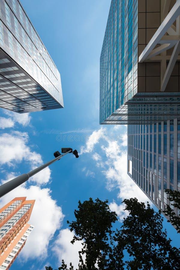 从下面看的都市风景,背景 图库摄影
