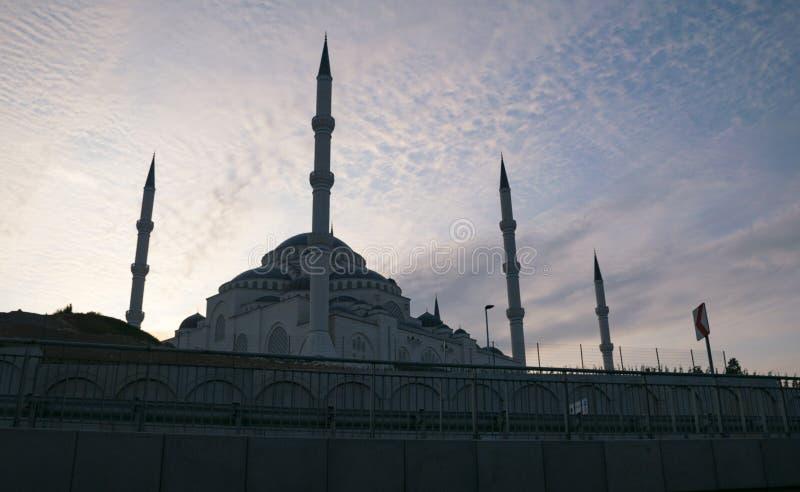 从不同的角度的Camlica清真寺 2019年3月29日拍的照片,Ä°stanbul,土耳其 免版税库存照片
