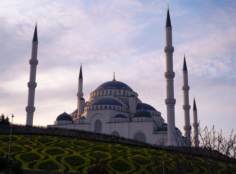 从不同的角度的Camlica清真寺 2019年3月29日拍的照片,伊斯坦布尔,土耳其 免版税库存图片