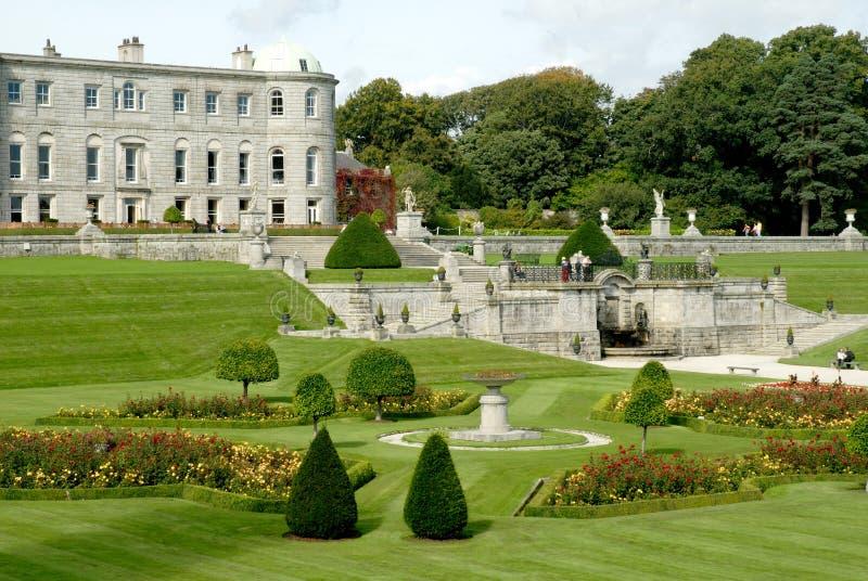 从事园艺爱尔兰powerscourt 库存图片