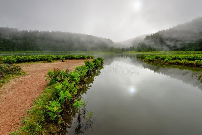 从亚速尔群岛盐水湖的全景风景在葡萄牙 免版税库存图片