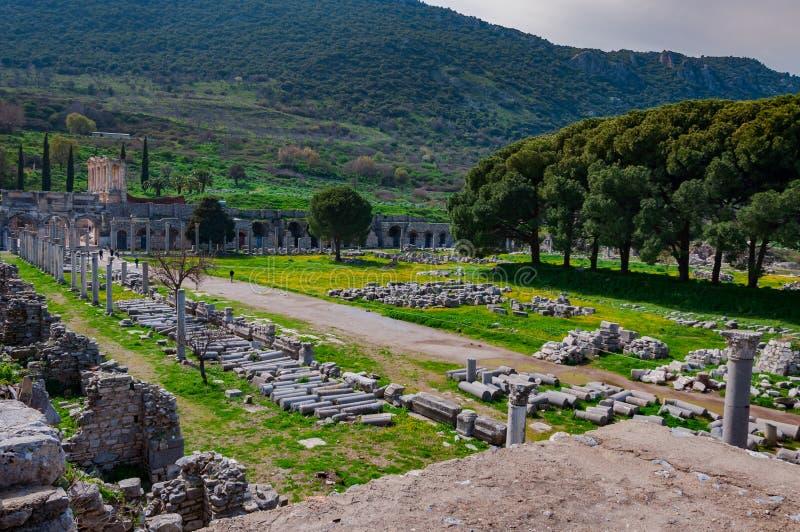 从以弗所古城,土耳其的印象深刻的风景 Celsus图书馆和集市 免版税库存照片