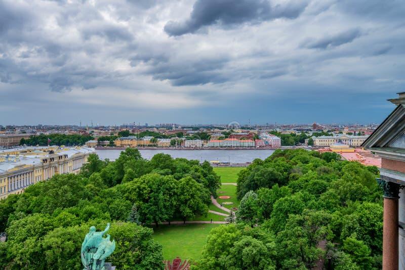 从以撒` s大教堂的看法在圣彼得堡 免版税图库摄影