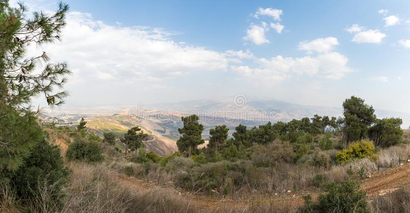 从以色列Misgav Am村附近的Bania观察台到戈兰上加利利山谷的全景 免版税图库摄影